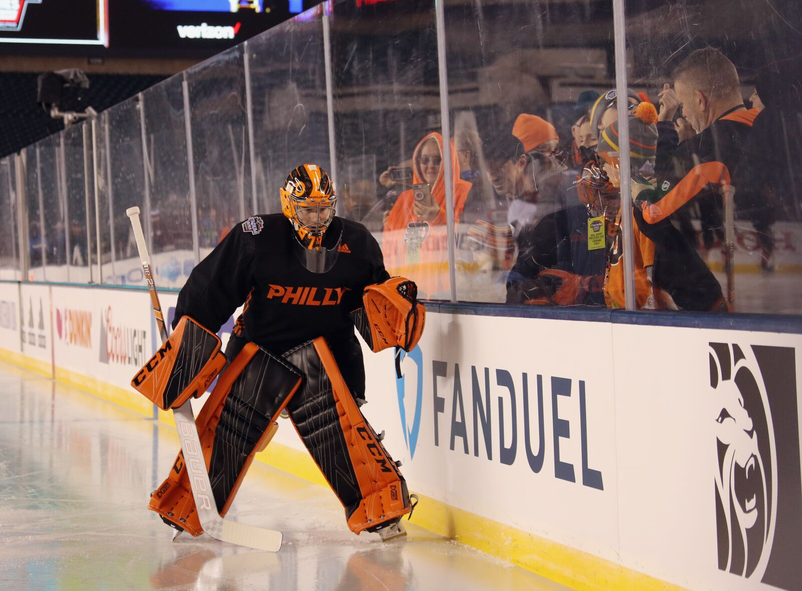 Flyers' goalie has a sweet Eagles themed helmet for Saturday's game