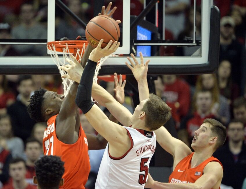 Syracuse Basketball Gets Embarrassed by Louisville, 72-58