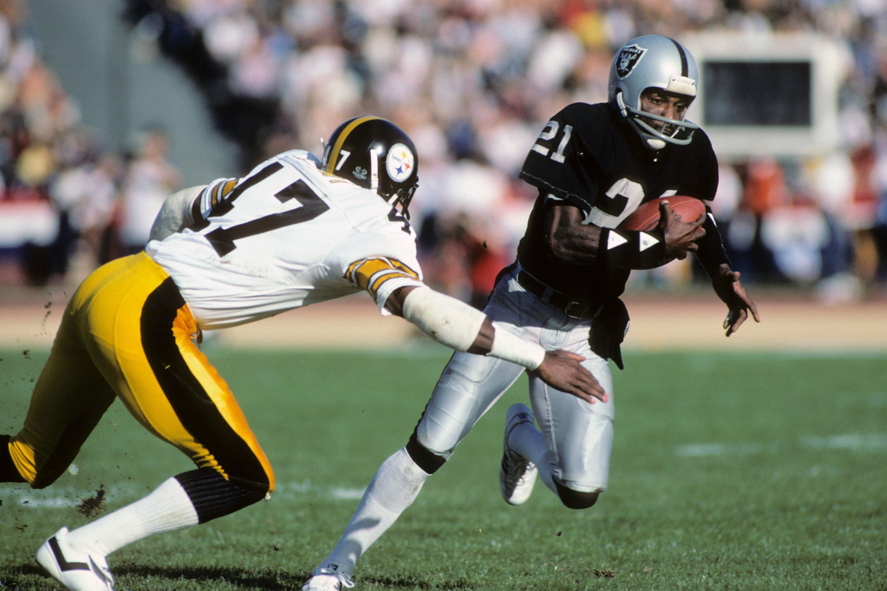 Oakland Raiders ask Cliff Branch to help evaluate wide receivers