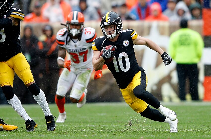 8c76f99d4b7 CLEVELAND, OH - SEPTEMBER 09: Ryan Switzer #10 of the Pittsburgh Steelers  returns