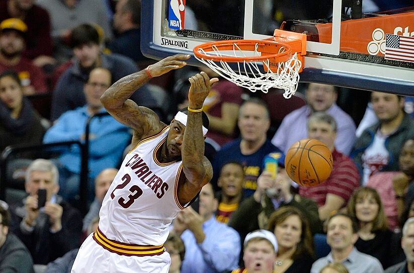 lebron james alley oop dunk from halfcourt