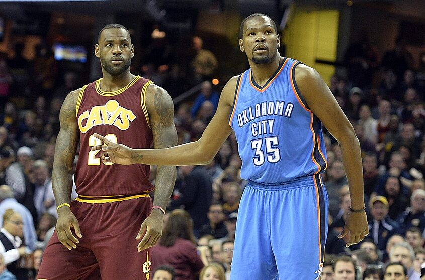 8433096923bb Why Kevin Durant s And LeBron James  Moves Are Different