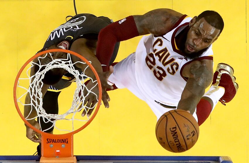 6da3dbfe1b23 Cleveland Cavaliers  LeBron James passes Kareem Abdul-Jabbar s NBA ...
