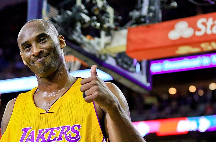 best service afd44 a5d42 Lakers: Snoop Dogg's Epic Retirement Gift to Kobe Bryant