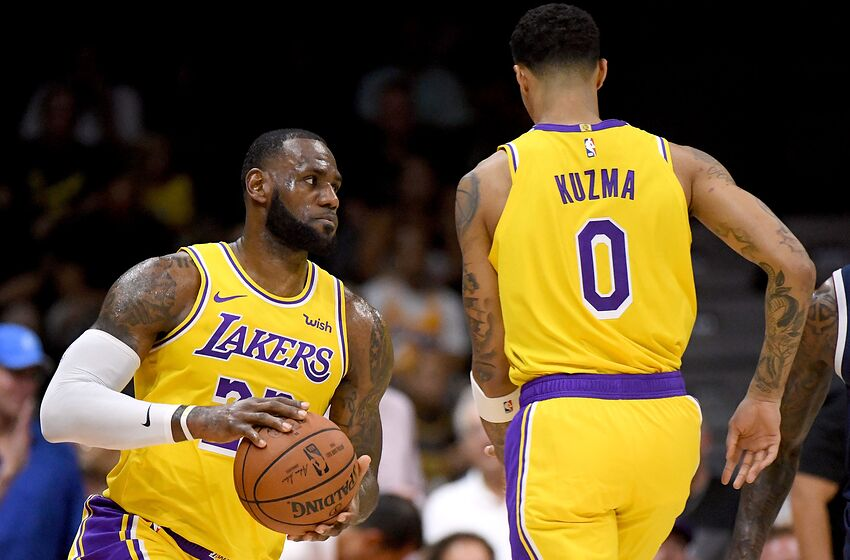 43047665271 SAN DIEGO, CA - SEPTEMBER 30: LeBron James #23 of the Los Angeles