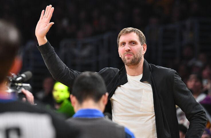 Los Angeles Lakers Team Pays Respects To Dirk Nowitzki With