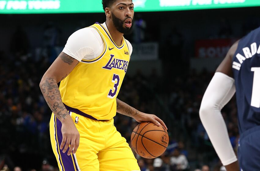 DALLAS, TEXAS - NOVEMBER 01: Anthony Davis #3 of the Los Angeles Lakers in the second quarter at American Airlines Center on November 01, 2019 in Dallas, Texas. NOTE TO USER: User expressly acknowledges and agrees that, by downloading and or using this photograph, User is consenting to the terms and conditions of the Getty Images License Agreement. (Photo by Ronald Martinez/Getty Images)