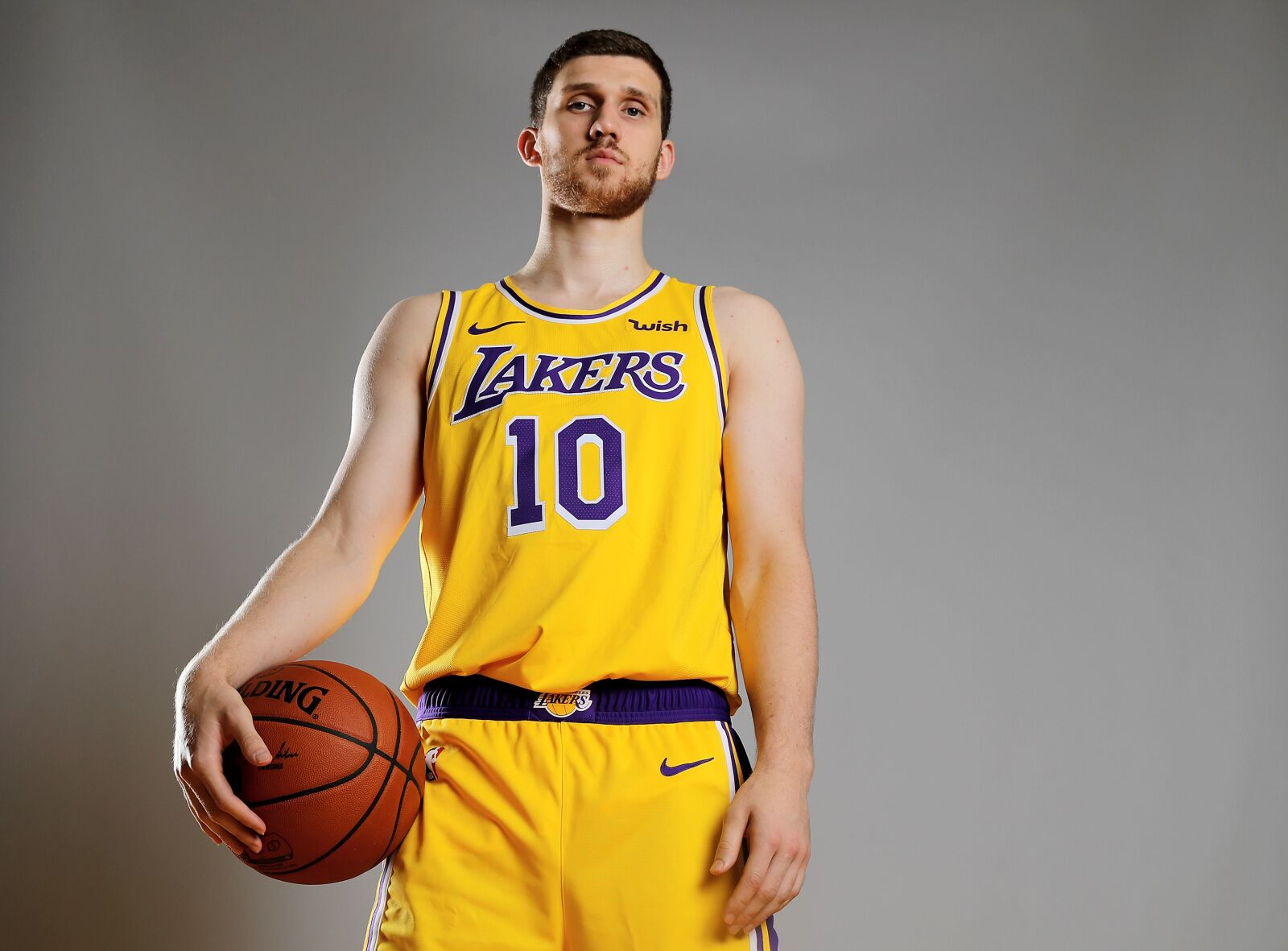 Los Angeles Lakers: What to expect from Sviatoslav Mykhailiuk this year