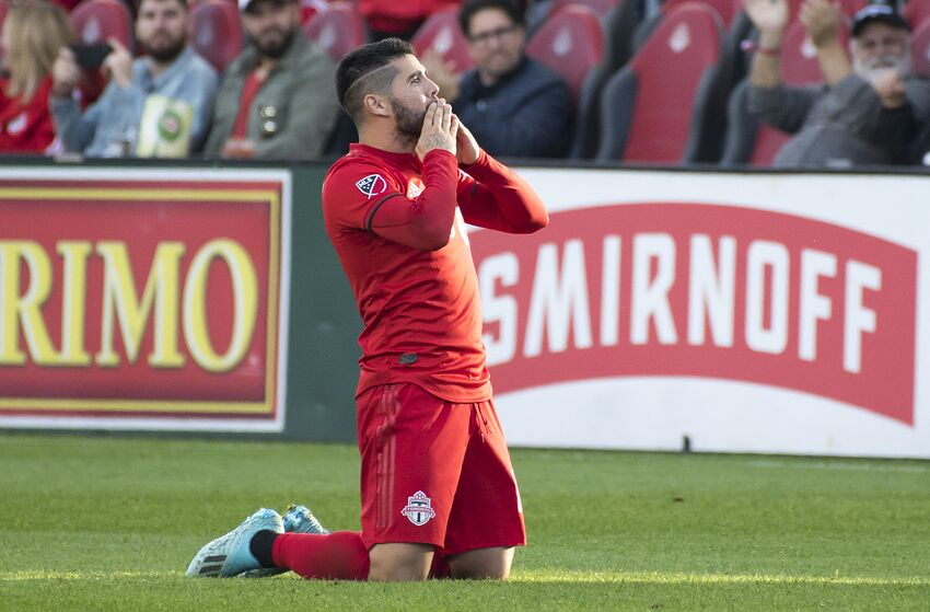TORONTO, ONTARIO, CANADA - 2019/10/06: Alejandro Pozuelo (10) reacts during the MLS (Major League Soccer) game between Toronto FC and Columbus Crew SC. Final Score: Toronto FC 1 - 0 Columbus Crew SC. (Photo by Angel Marchini/SOPA Images/LightRocket via Getty Images)