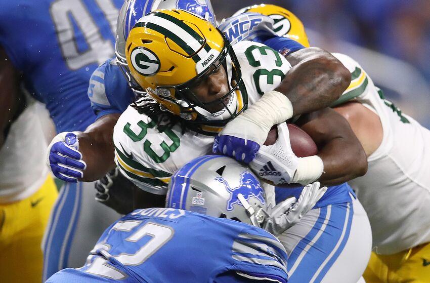 2e7cb279c DETROIT, MI - OCTOBER 07: Aaron Jones #33 of the Green Bay Packers
