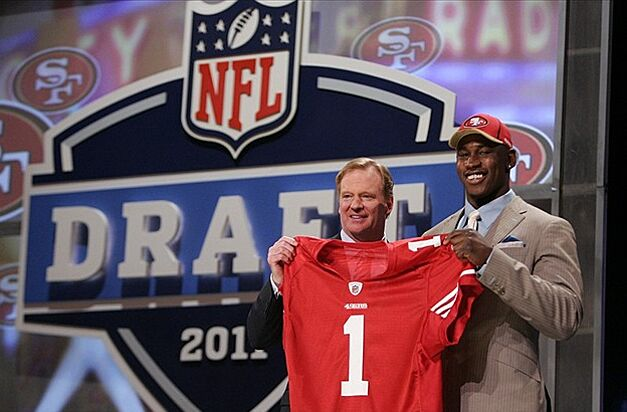 NFL commissioner Roger Goodell stands next to new 49ers linebacker Aldon  Smith during the 2011 NFL 67cfcf31387