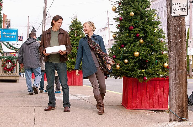 Christmas With Holly.Christmas With Holly Starring Chicago Fire S Eloise Mumford