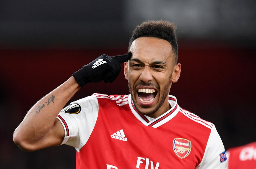 LONDON, ENGLAND - NOVEMBER 28: Pierre-Emerick Aubameyang of Arsenal celebrates after scoring his team's first goal during the UEFA Europa League group F match between Arsenal FC and Eintracht Frankfurt at Emirates Stadium on November 28, 2019 in London, United Kingdom. (Photo by Shaun Botterill/Getty Images)