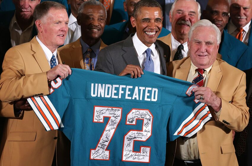 WASHINGTON, DC - AUGUST 20: First row, U.S. President Barack Obama poses for photos with members of the 1972 Miami Dolphins including head coach Don Shula (R), quarterback Bob Griese (L), and running back Larry Csonka (4th L) during an East Room event August 20, 2013 at the White House in Washington, DC. President Obama hosted the undefeated 1972 Super Bowl champion who didnt get the chance to be honored at the White House back then. (Photo by Alex Wong/Getty Images)