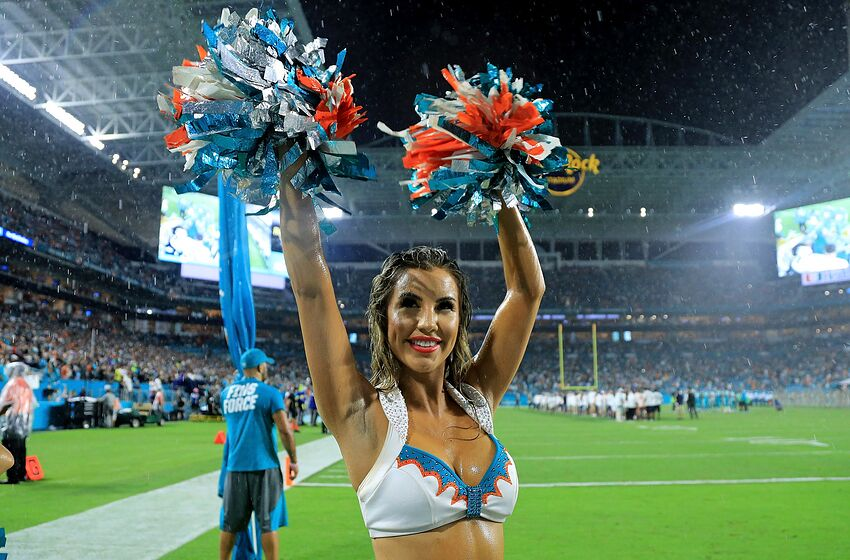 MIAMI GARDENS, FL - NOVEMBER 05: A Miami Dolphins cheerleader performs during a game against the Oakland Raiders at Hard Rock Stadium on November 5, 2017 in Miami Gardens, Florida. (Photo by Mike Ehrmann/Getty Images)