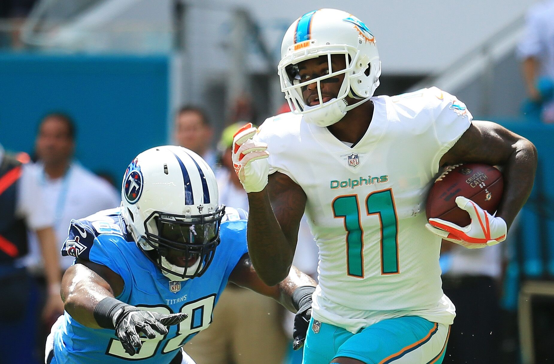 "DeVante Parker ""week to week"" with a broken middle finger"