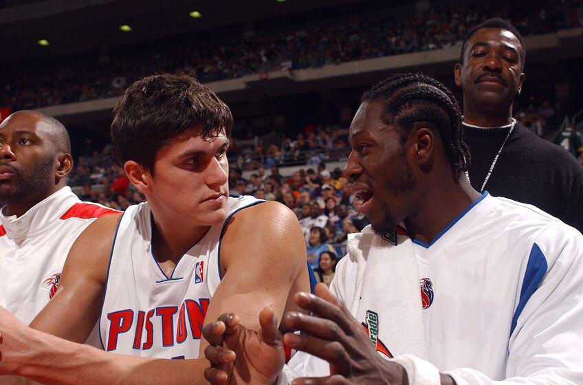Detroit Pistons rookie Darko Milicic talks with Ben Wallace. (Photo by Allen Einstein/NBAE via Getty Images)