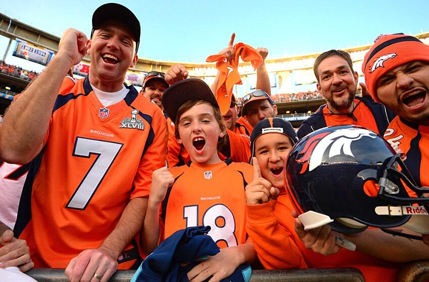 Celebrity fans of every NFL franchise - CBS News