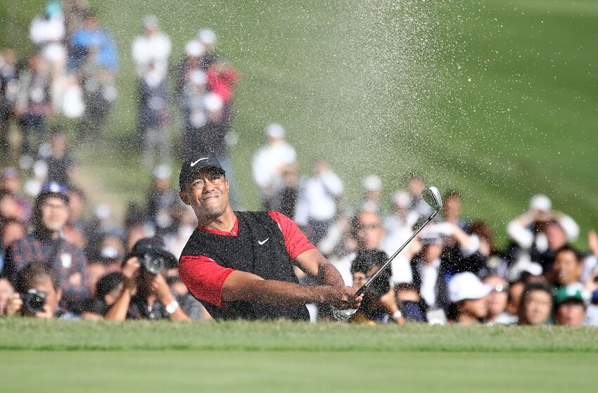 INZAI, JAPAN - OCTOBER 28: Tiger Woods of the United States hits out from a bunker on the 18th hole during the final round of the Zozo Championship at Accordia Golf Narashino Country Club on October 28, 2019 in Inzai, Chiba, Japan. (Photo by Chung Sung-Jun/Getty Images)