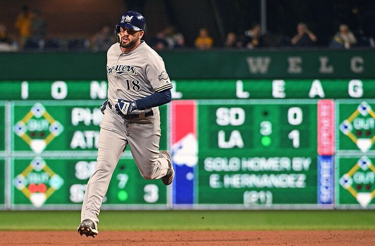 Milwaukee Brewers: Mike Moustakas Looking More Likely To