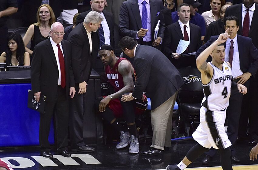 Nba Finals 2014 Lebron James Limps Out Of Arena