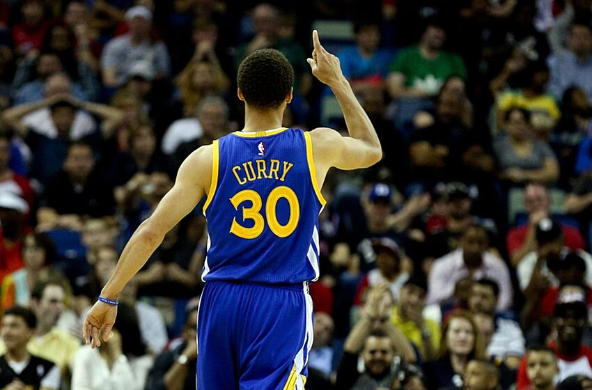 22c7f2ce36a6 Stephen Curry Makes History