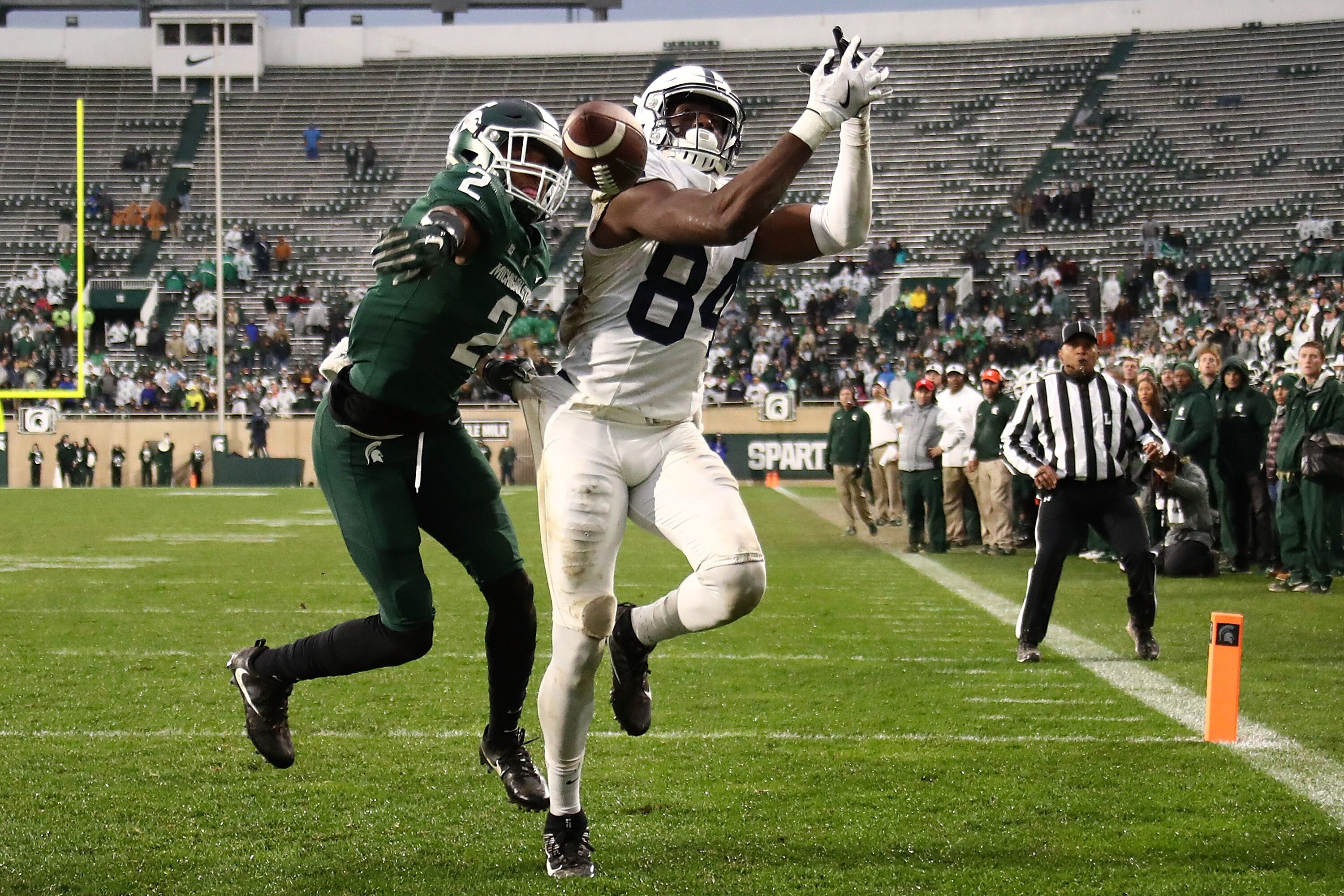 EAST LANSING, MI - NOVEMBER 04: Juwan Johnson #84 of the Penn State Nittany Lions can't make a second half catch next to Justin Layne #2 of the Michigan State Spartans at Spartan Stadium on November 4, 2017 in East Lansing, Michigan. Michigan State won the game 27-24.(Photo by Gregory Shamus/Getty Images)