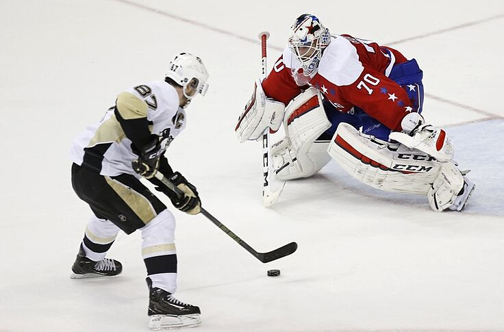 1798708a789 Washington Capitals down Penguins in overtime in Game One