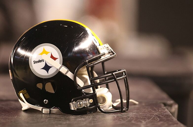 a725626441a Dec 20, 2015; Pittsburgh, PA, USA; A Pittsburgh Steelers helmet sits
