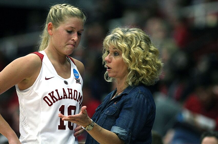 6c41ec2a6bd Mar 21, 2015; Stanford, CA, USA; Oklahoma Sooners guard Peyton Little