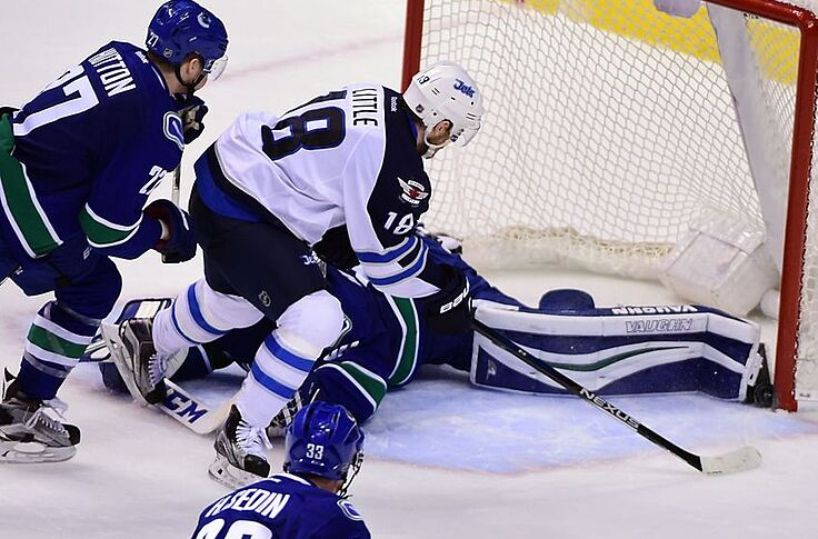 superior quality 7d353 f7db9 Vancouver Canucks Score First, Lose 4-1 to Winnipeg Jets