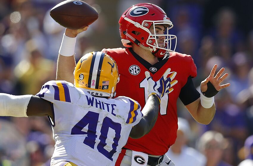 04b53f0cf BATON ROUGE, LA - OCTOBER 13: Jake Fromm #11 of the Georgia Bulldogs
