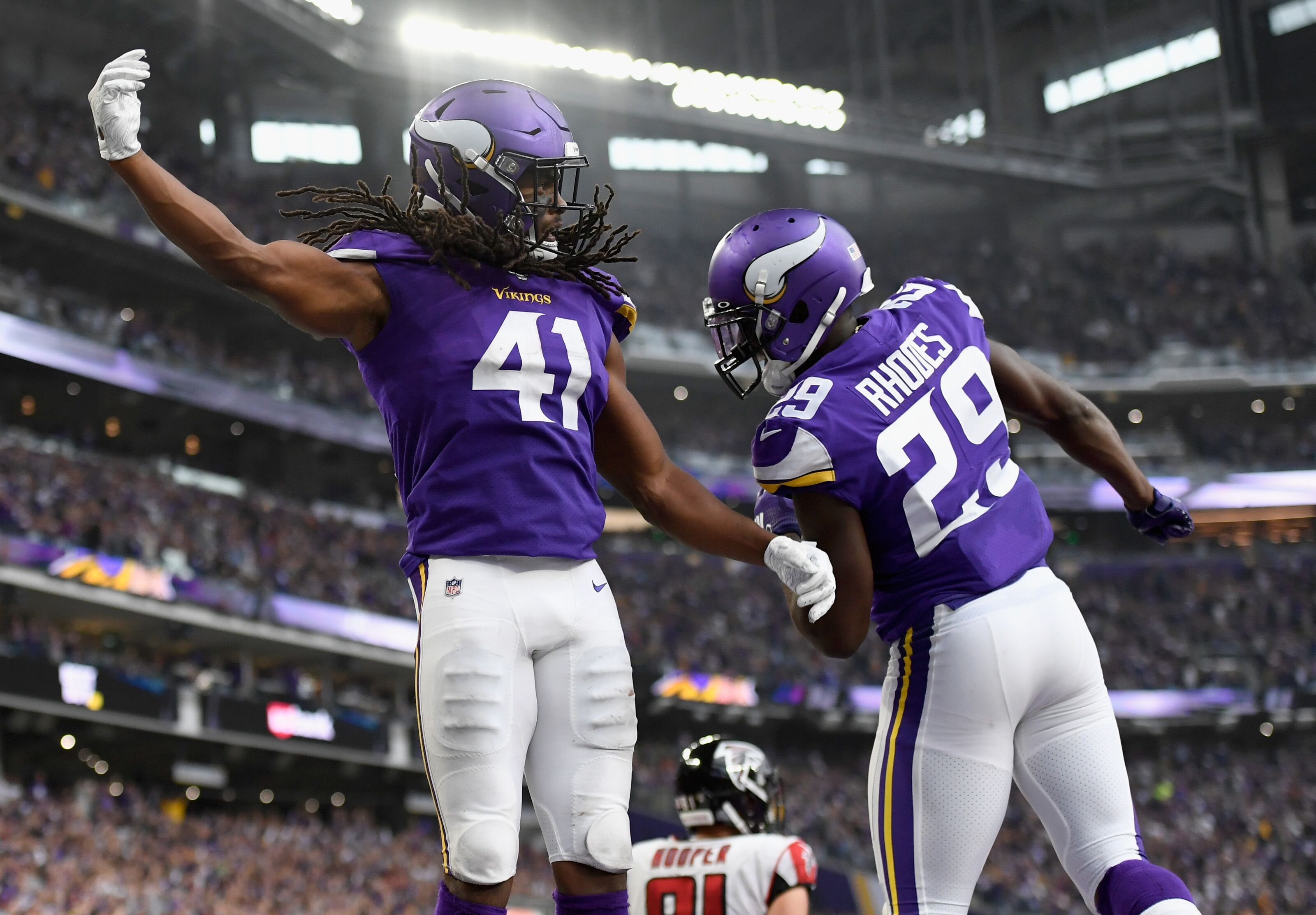 Which Minnesota Vikings free agents should be a priority to re-sign?