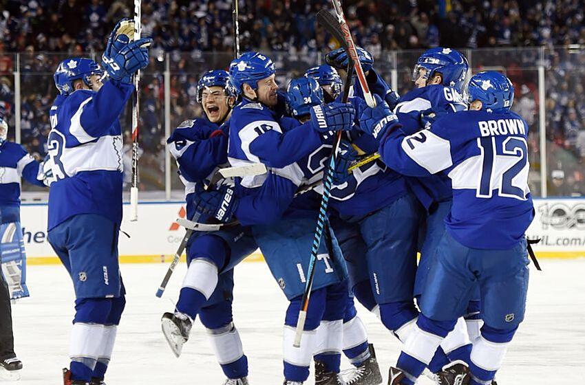 30c165c45 Jan 1, 2017; Toronto, Ontario, CAN; Toronto Maple Leafs players embrace
