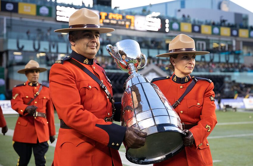 Mounties bring in the Grey Cup before the game between the Calgary Stampeders and the Ottawa Redblacks during the Grey Cup. (Photo by Codie McLachlan/Getty Images)