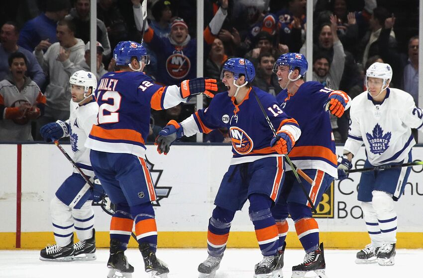 7185c65e4 Anthony Beauvillier  18 of the New York Islanders scores at 16 16 of the