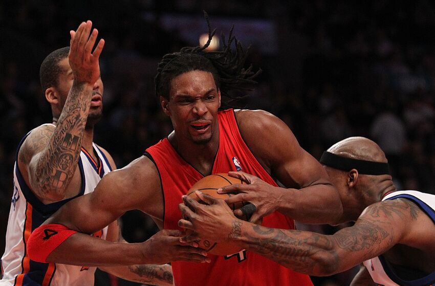 52e77cf42 NEW YORK - JANUARY 28  Chris Bosh  4 of the Toronto Raptors drives to