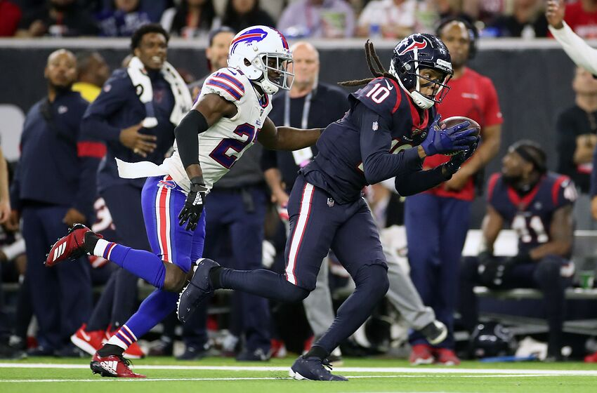 HOUSTON, TEXAS - JANUARY 04: DeAndre Hopkins #10 of the Houston Texans catches a 41-yard pass against Tre'Davious White #27 of the Buffalo Bills during the fourth quarter of the AFC Wild Card Playoff game at NRG Stadium on January 04, 2020 in Houston, Texas. (Photo by Christian Petersen/Getty Images)