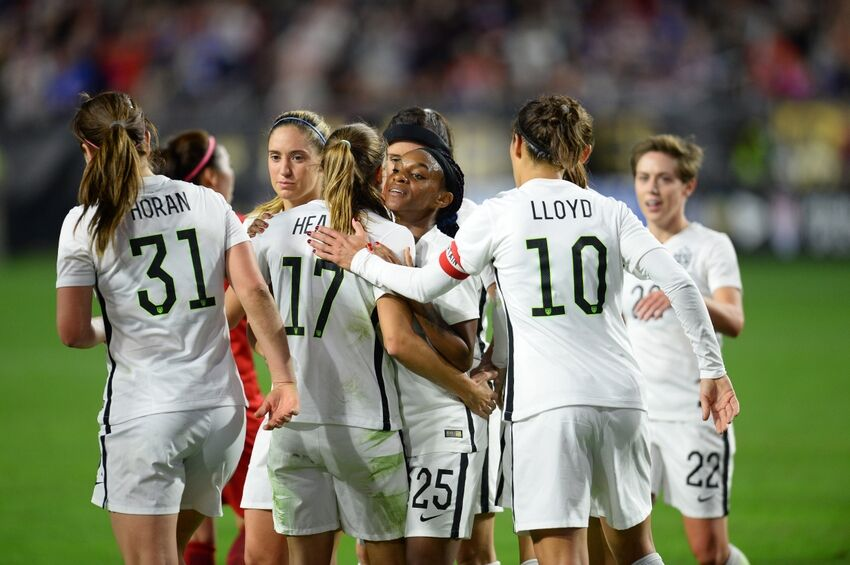 New Orleans Saints Get A Visit From U S Women S Soccer Team