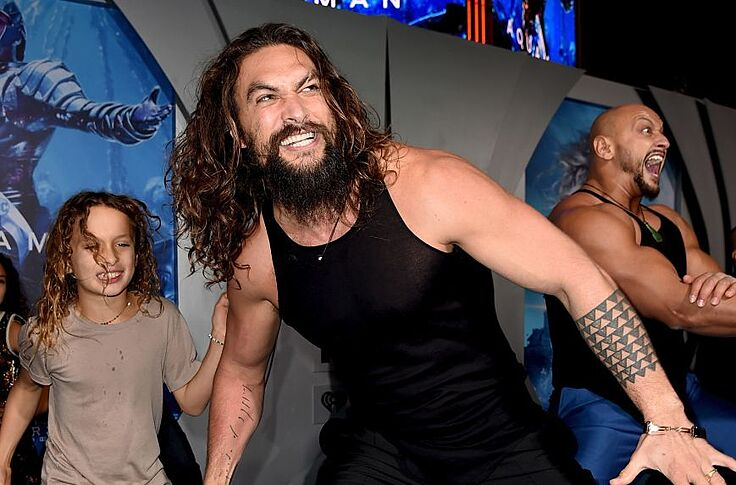 Girl Scouts Use Jason Momoa S Pecs To Sell Cookies And Other News
