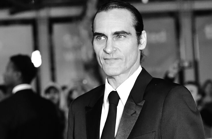 See Joaquin Phoenix Become The Joker Before Your Very Eyes