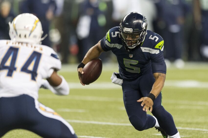 B J Daniels Added To Seahawks Active Roster As Qb Wr Kr