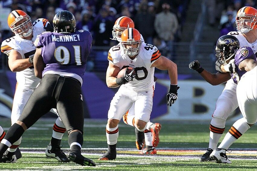 New York Giants Sign Peyton Hillis