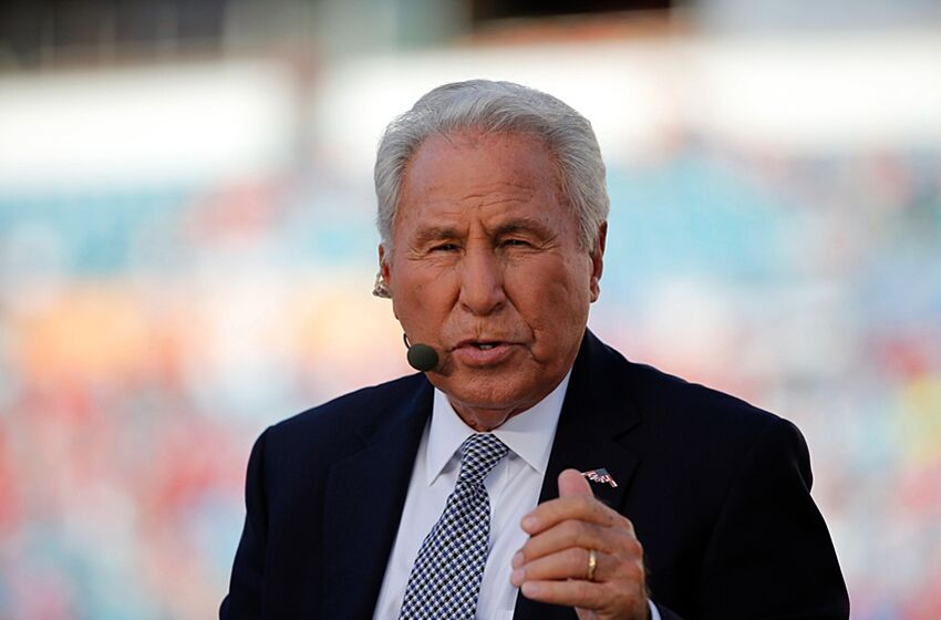 Lee Corso's College GameDay headgear pick: USC vs Washington