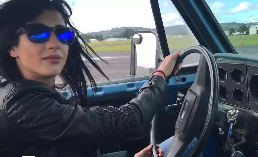 Ash Vs Evil Dead Dana Delorenzo Takes Driving Lessons And