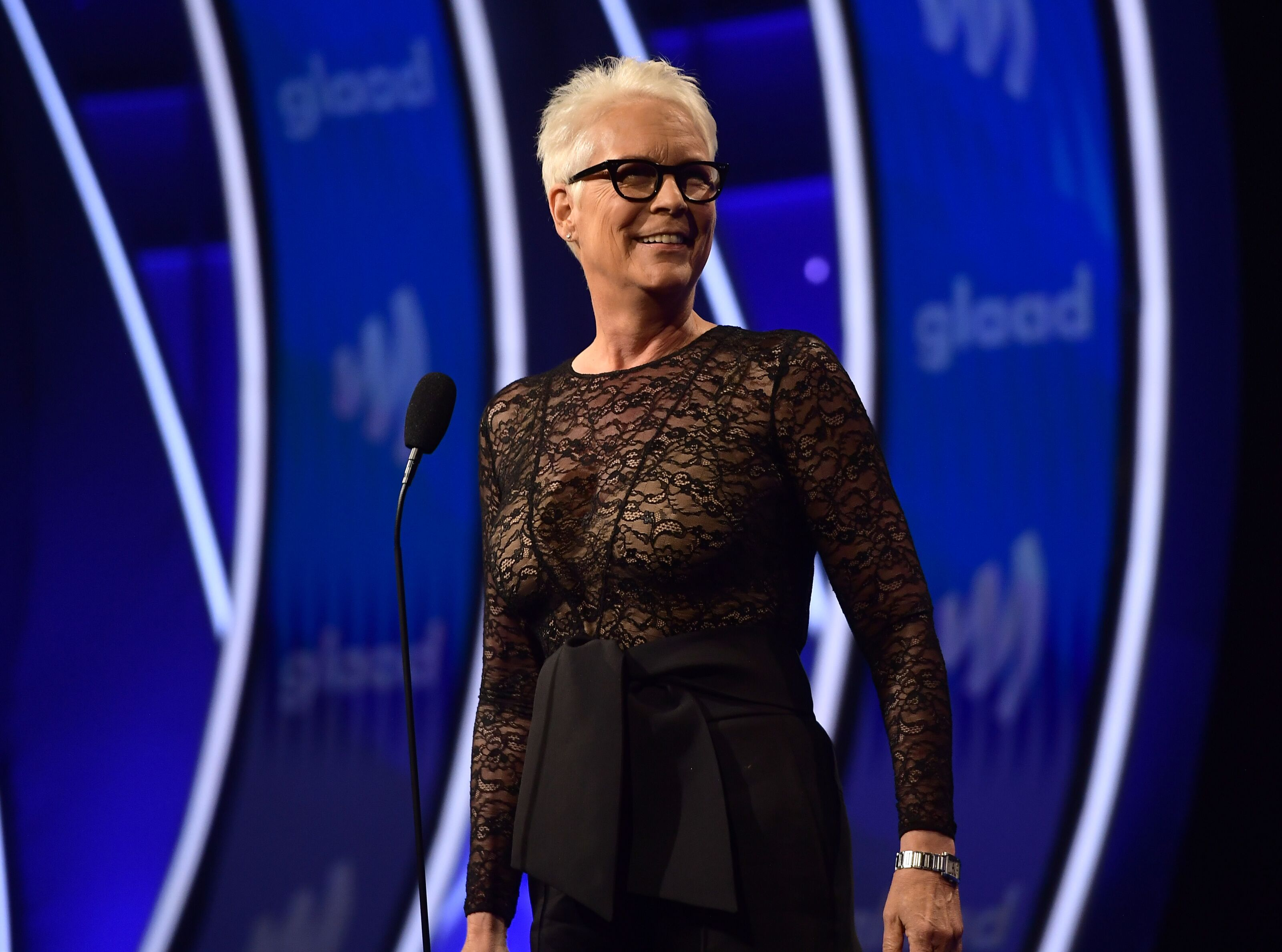 Jamie Lee Curtis looks extra banged up in a new photo from Halloween Kills