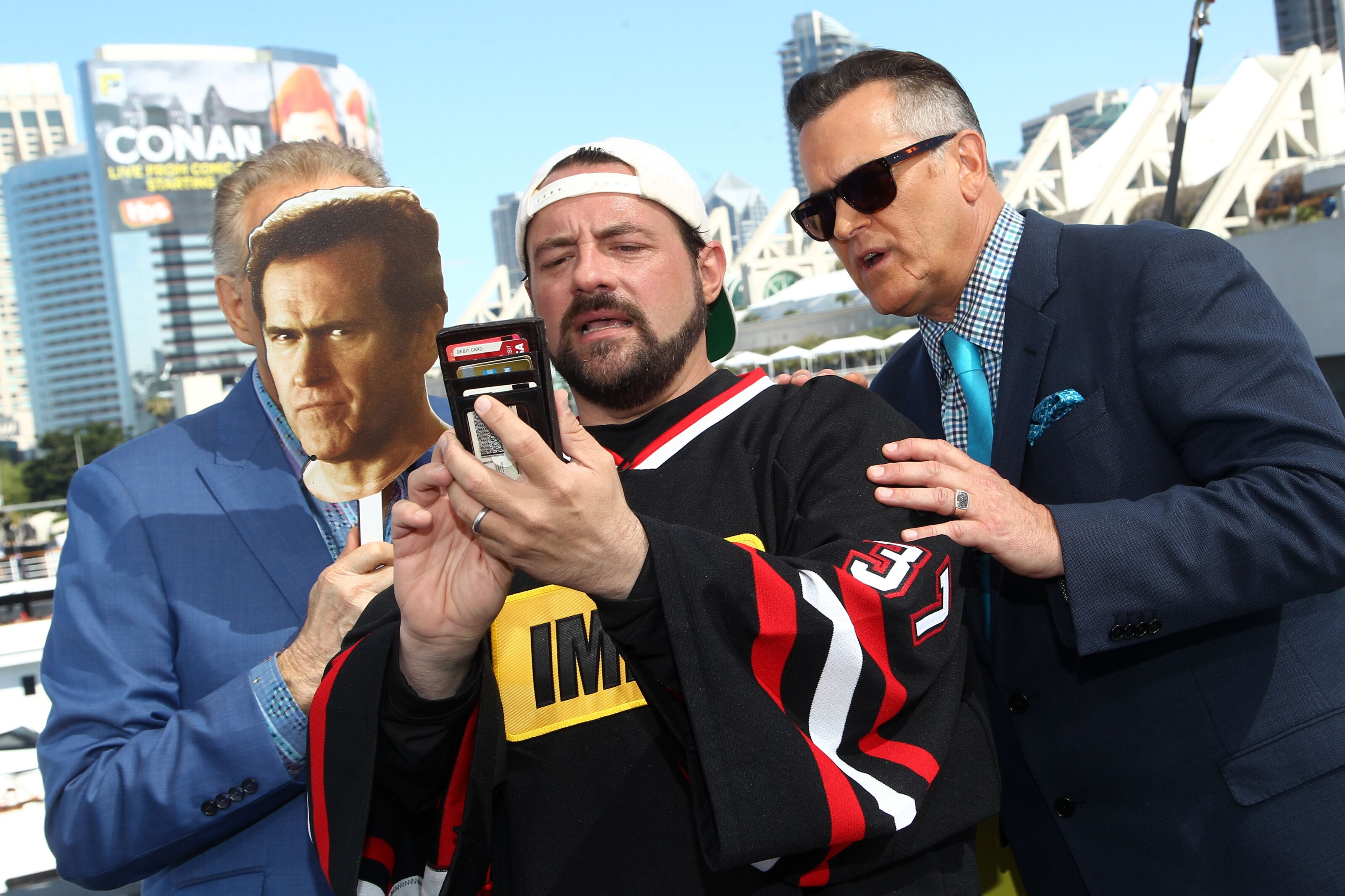 Bruce Campbell goes to the mall with Kevin Smith in Mallrats 2?
