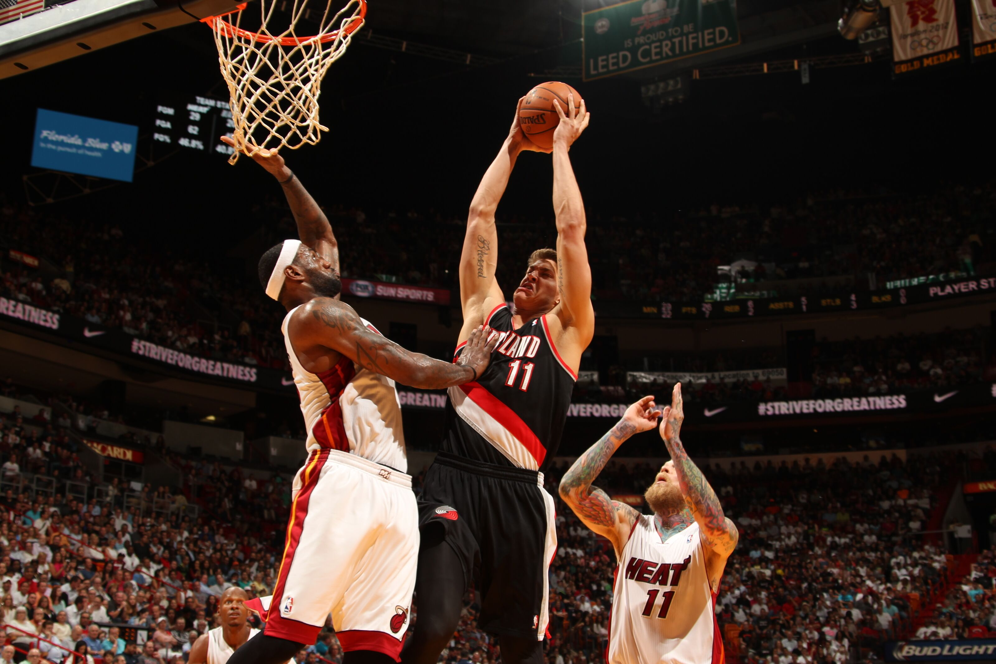 Miami Heat: Meyers Leonard showing what he can bring to the team