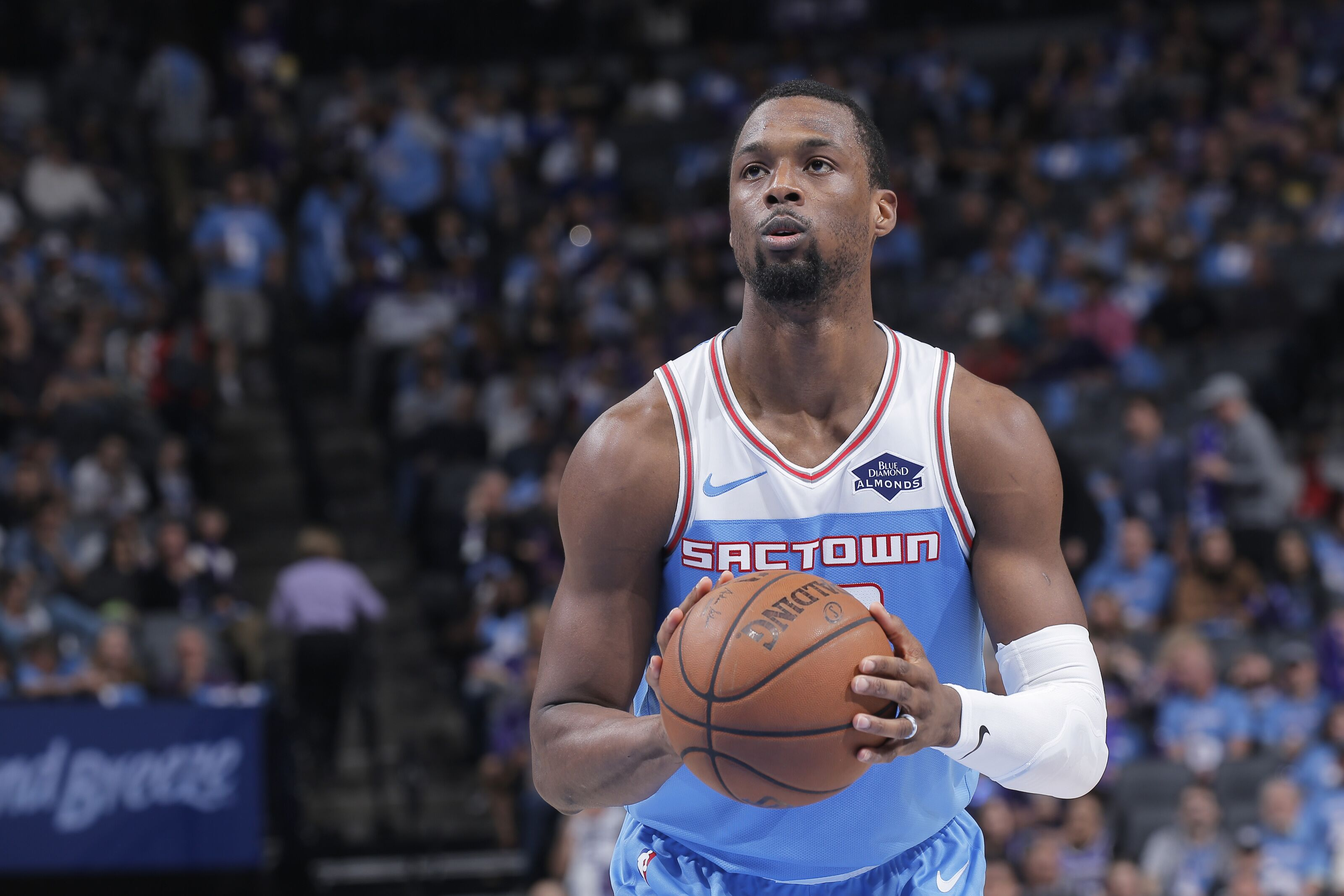 Should the Sacramento Kings try to sign Harrison Barnes long-term?