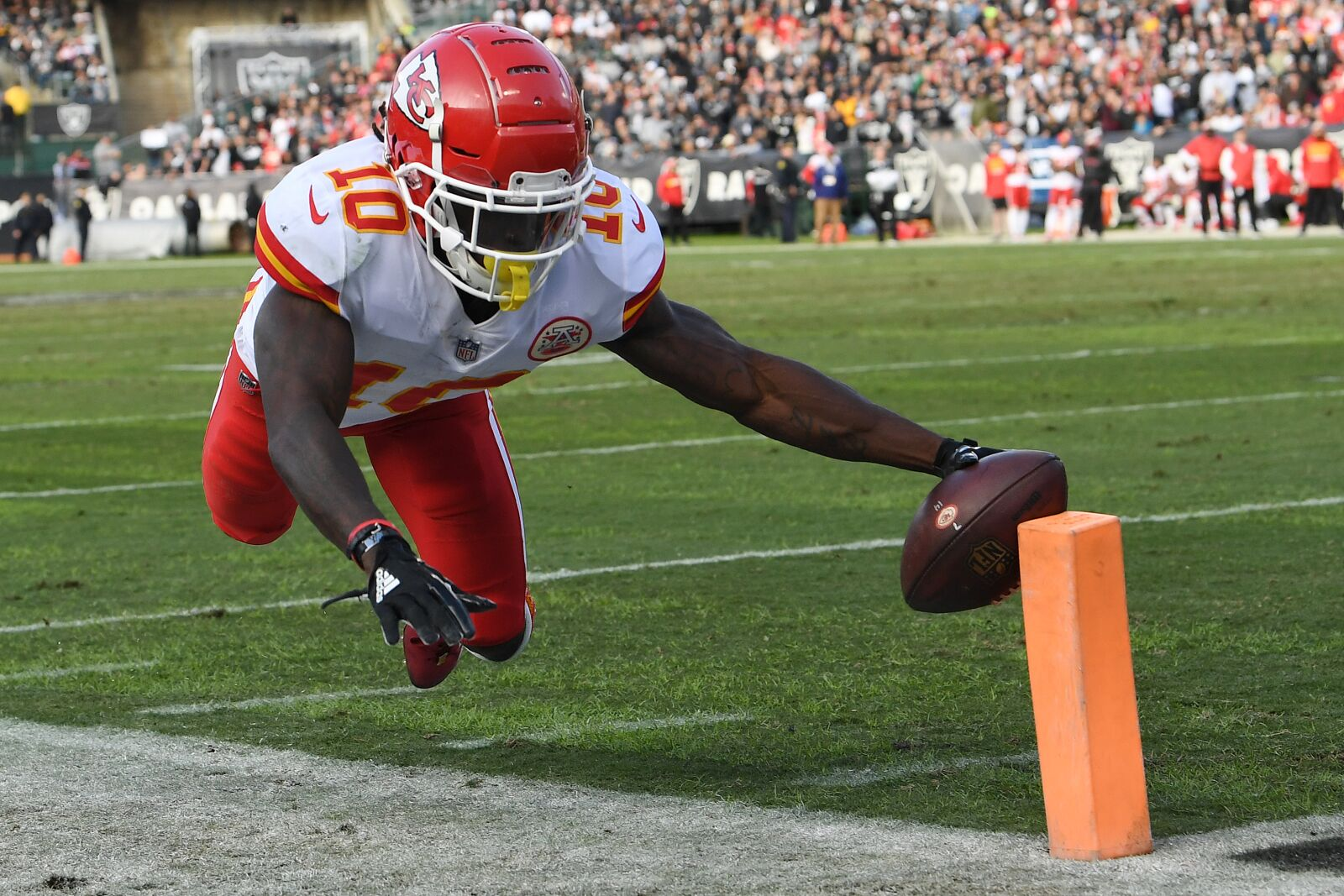 Tyreek Hill is questionable to return with ankle injury vs. Ravens